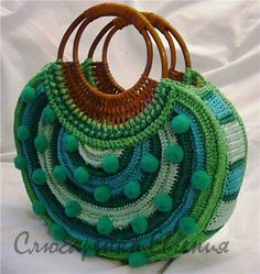 Louca por artes - Bolsas -- I love the overall design, but I'd nix the pompoms!  They look silly.