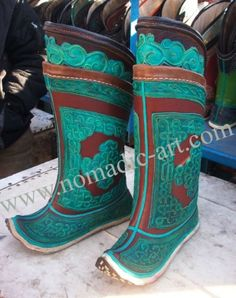 I've always wanted a pair of awesome mongolian boots, they are a work of art!
