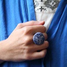 Královsky modré (prsten z porcelánu)
