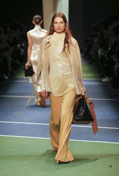 Celine Fall 2016 Ready-to-Wear Fashion Show Big Fashion, Fashion Face, Fashion Week, Runway Fashion, Womens Fashion, Fashion Design, Fashion Trends, Paris Fashion, Celine