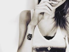 Images for photo camera tattoo for women - Tattoos Small Black Tattoos, Cute Tiny Tattoos, Tattoos For Women Small, Beautiful Tattoos, White Tattoos, Tattoo Small, Photographer Tattoo, Tattoo Photography, Dslr Photography