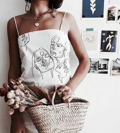 The Art Of A Creative Community Your Story Beautifully Told Vintage Outfits art Beautifully Community Creative story Told Blusas T Shirts, Vintage Outfits, Diy Vetement, Painted Clothes, Mode Inspiration, Diy Fashion, Spring Fashion, Runway Fashion, Fashion Women
