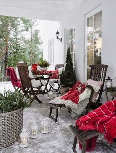 Terrasse pour Noël/ Perfect for a winter porch, greenery, lots of red and white Christmas Porch, Outdoor Christmas Decorations, Christmas Love, Country Christmas, Winter Christmas, Christmas Ornament, Merry Christmas, Winter Porch, Cozy Winter