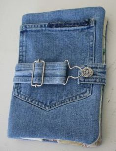 Kindle Case from Recycled Denim Jeans purse Jean Crafts, Denim Crafts, Diy Jeans, Diy Upcycling Jeans, Fabric Crafts, Sewing Crafts, Sewing Projects, Craft Projects, Artisanats Denim