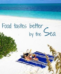 Food tastes better by the sea... Featured on BBL: http://beachblissliving.com/beach-picnic-ideas-inspiration/