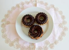Butter and brownie double mini-bundt cakes