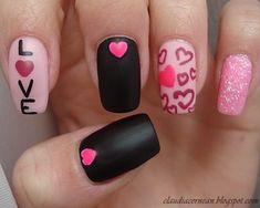 Tutorial on : http://claudiacernean.blogspot.ro/2013/02/unghii-cu-inimioare-hearts-nails.html