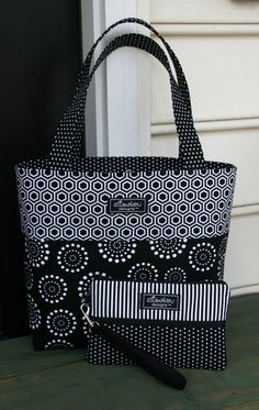 Items similar to Market Tote Bag- Hive & Spiral Dot on Etsy Denim Bag Patterns, Bag Patterns To Sew, Tote Pattern, Denim Tote Bags, Tote Purse, Patchwork Bags, Quilted Bag, Diy Handbag, Fabric Bags