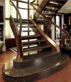 Treppen aus Granit sind überall dort angebracht, wo widerstandsfähige Oberflächen erforderlich sind. Sie können sowohl innen, als auch außen verlegt werden. Wegen ihrer robusten Materialbeschaffenheit sind diese Treppen besonders im Außenbereich bevorzugt.