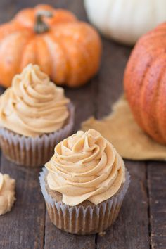 No fail pumpkin buttercream recipe with only 5 ingredients!