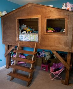 What a cool treehouse bed!  http://www.amyjbennett.com/2013/08/20/treehouse-bed-for-kids/