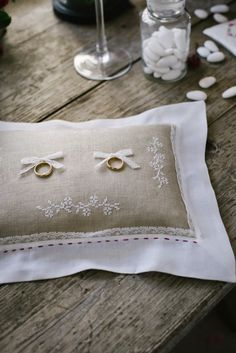 letrecivette favors rings pillow