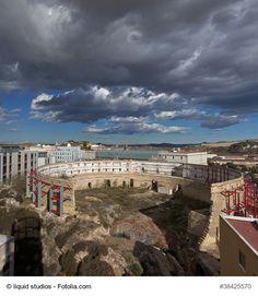 Se trata de un antiguo teatro descubierto en la década de 1980. Está situado en el centro de la ciudad y un gran lugar para los amantes de la historia y la fotografía.