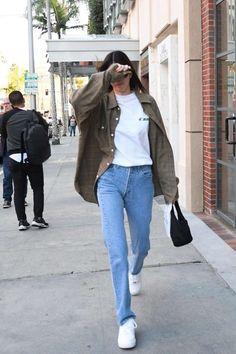 Kendall Jenner Leaves The Pharmacy in Beverly Hills kendalljenner celebrity fashion clothing closet celebrityfashion celebritystyle celebritystreetstyle streetfashion streetstyle jennersisters 387942955404133545 Looks Street Style, Model Street Style, Autumn Street Style, Looks Style, Looks Cool, Models Style, Celebrity Outfits, Celebrity Style, 00s Mode