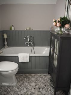 61 Fantastic Traditional Bathroom Designs You& Gonna Love is part of Grey bathrooms When it has to do with bathroom decor, the Victorian period has to be the absolute most popular Have a conventi - Small Bathroom, Small Bathroom Decor, Traditional Bathroom, Grey Bathroom Tiles, Grey Bathrooms, Shower Over Bath, Cottage Bathroom, Bathroom Paneling, Bathroom