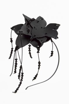 http://www.lessoeursrouges.com/a-42407317/accessories/tiara-with-leaves/