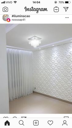 Parede atrás do sofá da sala de estar House Ceiling Design, Bedroom False Ceiling Design, Home Living Room, Living Room Decor, Wall Panel Design, Wardrobe Door Designs, Living Room Tv Unit Designs, Plafond Design, Luxurious Bedrooms