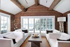 Dette er mine favoritter fra det som ligger for sa… Scandinavian Cabin, Cabin Interior Design, Modern Log Cabins, Log Home Interiors, Log Cabin Homes, White Ceiling, Cabins And Cottages, Interior Design Living Room, Decoration