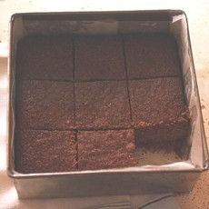 'Parkin' is a traditional sponge cake from Northern England flavored with syrupy molasses oatmeal and ginger. It needs to be left to mature at least a week before eating that way it will become much more moist and sticky than when it was first cooked. Parkin Recipes, Uk Recipes, Sweet Recipes, Easy Recipes, Family Cake, British Baking, English Food, English Recipes, Golden Syrup