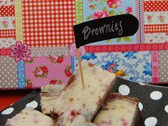 DIY- Miniviirit buffettiin liitutaulutarrasta - Humua -kaikkien juhlien ideapankki Cake Toppers, Table Settings, Bread, Diy, Food, Bricolage, Brot, Essen, Place Settings