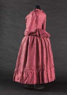 Caraco and petticoat, 1770's From the Musée Galliera