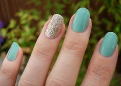 #NailArt I love using the thumb or ring finger to spice up a simple manicure!