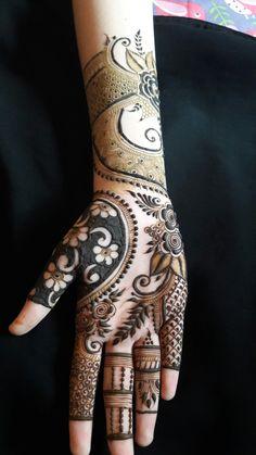 50 Simple Arabic Mehndi Designs For Left Hand - Buzz Hippy Latest Arabic Mehndi Designs, Rose Mehndi Designs, Latest Bridal Mehndi Designs, Full Hand Mehndi Designs, Modern Mehndi Designs, Mehndi Designs For Girls, Mehndi Design Photos, Wedding Mehndi Designs, Mehndi Designs For Fingers