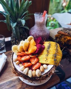 the-peachy-pear:  Still dreaming about this insane acai bowl ✨   Insta: @em.peachy (at Cafe Organic)
