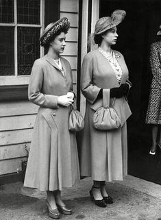 Princess Elizabeth (Queen Elizabeth II) and Princess Margaret at the Ballater Station en route to Balmoral for their annual holiday with other members of the royal family. The future Queen is six months pregnant with her first child, Prince Charles in Prinz Andrew, Prinz Philip, Prinz Charles, Die Queen, Hm The Queen, Her Majesty The Queen, Elizabeth Young, Queen Elizabeth Ii, Royal Princess
