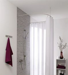The PHOS-rod system of handcrafted stainless steel is processed shapely and very stable. The shower curtain rod is bent from solid stainless steel for semi-circle, the fittings are hidden. The radius is 70 cm. There are also available individual...