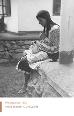Folkwear-Society-Technics-young-woman-sewing-Moldova Ethnic Outfits, Natural Texture, Folk Art, Embroidery, Black And White, Sewing, Uae, Europe, Costumes