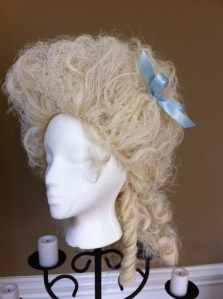 Marie Antoinette Powdered Wig How-To  http://madeinaday.com/2011/10/26/powdered-wig-marie-antoinette-style/