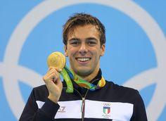 Gregorio Paltrinieri con la medaglia d'oro vinta nei 1500 alle Olimpiadi di Rio