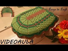 TAMPA DO VASO (JOGO DE BANHEIRO SIMPLES BICO RUSSO) # LUIZA DE LUGH - YouTube Bathroom Crafts, Bathroom Sets, Crochet Home, Crochet Designs, Purses And Bags, Elsa, Blanket, Rugs, Simple Bathroom