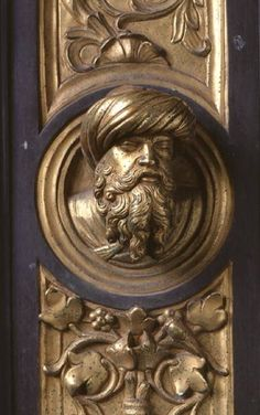 Lorenzo  Ghiberti - Male head, roundel from the frame of the Gates of Paradise (East doors)
