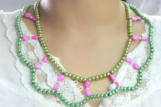Diy Double Strand Beaded Necklace with Pearl and Shell     http://www.creativecraftcollection.com/tutorials/how-to-make-a-double-strand-beaded-necklace-with-pearl-and-shell/582/#