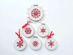 Snowflake Embroidery, Snowflake Pattern, Christmas Embroidery, Hand Embroidery Patterns, Diy Embroidery, Cross Stitch Embroidery, Christmas Snowflakes, Christmas Home, Christmas Ornaments