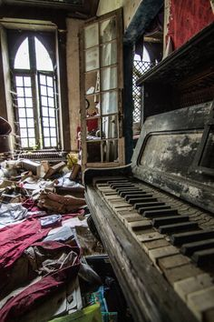 The Abandoned Chateau Clochard – Now Only Ruins After a Fire in 2012 – Abandoned Playgrounds