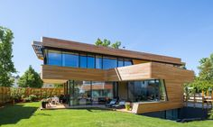 A single family house and two semi-detached houses in Berlin generate more energy than they consume.