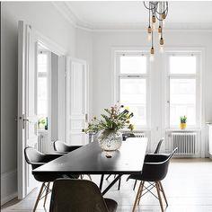 Hemnetinspiration #vardagsrum #matsal #sekelskiftes #eames #inredning #interior4all #interior123 #interiorinspo #hem #heminredning #interiordesign #interiordecoration #deco #myhome #myhouse #inredningsdetalj #finahem #mitthem #interior #interiör #design #inspiration #homedecor #interiors #dagensinterior #interiorforyou #inredningstips #nordiskehjem #mitthem #hemnet