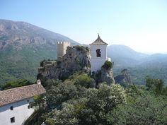 Guadalest is een stadje gelegen op een berg. Een echte toeristische trekpleister.
