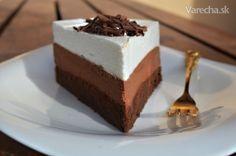 Pri surfovaní na internete som raz objavila na jednej anglickej stránke túto tortu alebo rezy. Bola to čokoládová láska na prvý pohľad. Po vyskúšaní nesklamala... Desserts To Make, Low Carb Desserts, Sweet Desserts, Sweet Recipes, Dessert Recipes, Czech Recipes, Russian Recipes, Mini Cheesecakes, Sweet Cakes