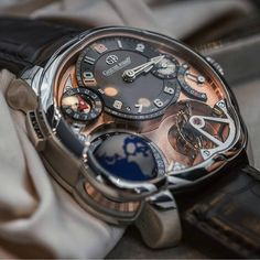 This Greubel Forsey GMT never fail to amaze me everytime i see it !!!! This version in 5N Red Gold Dial.