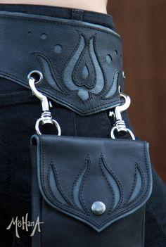 Mohana Leather Pocket Belt Bag Black Bohemian by MohanaDesigns by Eva Leather Belt Bag, Leather Art, Leather Tooling, Leather Purses, Crea Cuir, Diy Pochette, Steampunk Accessoires, Belt Pouch, Belt Bags