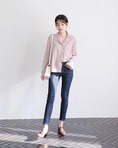 안쪽 허리 밴딩으로 편안한 착용감 선사!! Korean Fashion Trends, Korean Street Fashion, Korea Fashion, Daily Fashion, Asian Fashion, Korean Jeans, Modest Casual Outfits, Fashion Outfits, Womens Fashion