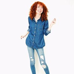 I'm dancing my way into a Saturday afternoon nap 💃🏻 I spent the morning in a dumpster full of old rusty nails and wood and crossing my fingers I don't need a tetanus shot 🤞🏽 I will say I was the most fashionably dressed dumpster diver, clearly I dress for the occasion! My favorite jeans have a little more character now too...all in a fashion blogger days work. •  •  •  •  •  #mystyle #thehappynow #fashiononabudget   #edgylook #minimalove #stylepost