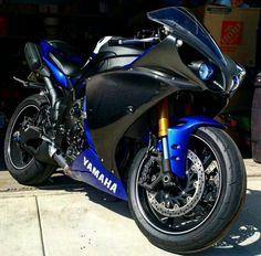 Honda Fireblade • motorcycles-and-more: Yamaha R1