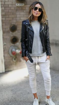 leather jacket outfit Are you in search of the best athleisure clothing to sport a cool and casual look? We've collected the different styles of women's athleisure to rock any day Athleisure Trend, Athleisure Fashion, Athleisure Outfits, Sporty Fashion, Ski Fashion, Fashion Outfits, Winter Fashion, Denim And Lace, Sport Outfit