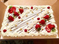 29 New ideas fruit cake filling recipes desserts Cake Filling Recipes, Frosting Recipes, Cake Recipes, Wedding Sheet Cakes, Fruit Wedding Cake, Velvet Cake, Red Velvet, Pastel Rectangular, Red Birthday Cakes