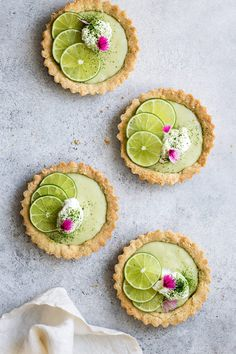 Recipes Desserts These mini vegan key lime pies make the absolute best vegan key lime pie recipe! This recipe is easy to make and requires no dairy. These mini pies are also gluten-free, grain-free and refined-sugar free for a healthy dessert! Desserts Végétaliens, Desserts Sains, Tart Recipes, Vegan Sweets, Healthy Dessert Recipes, Lime Recipes Healthy, Spanish Desserts, Alcoholic Desserts, Spring Desserts